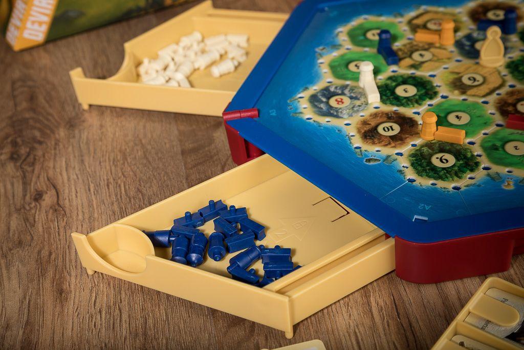 Juegos de mesa para llevar a la playa diversi n bajo el sol for La resistencia juego de mesa