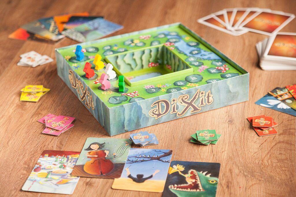 Dixit, juegos de mesa para jugar con tus hijos tengan la edad que tengan