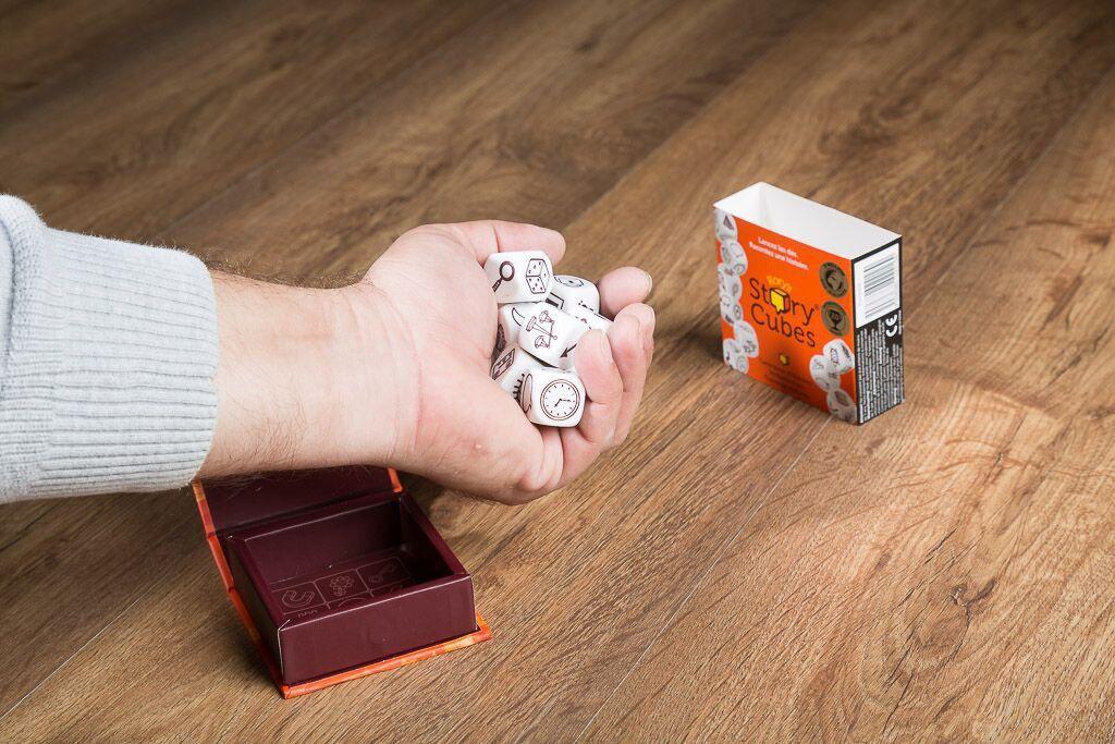 Story cubes, otro de los juegos para enseñar a tus hijos a jugar a juegos de mesa