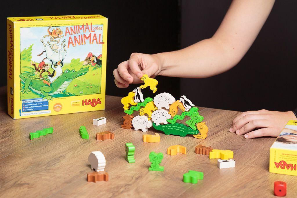 Animal sobre anima, tipos de juegos de mesa para niños pequeños