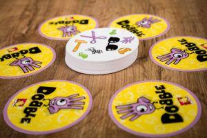 Dobble, juegos de mesa para esperar a los niños
